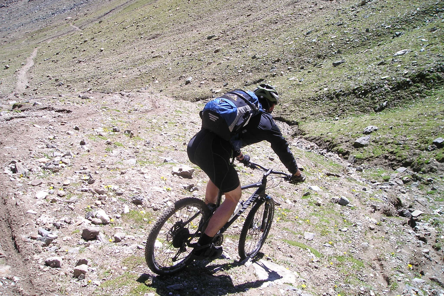 how much does a good mountain bike weigh