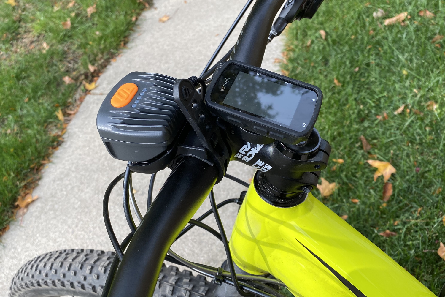 Trail Edition mounted on handlebars