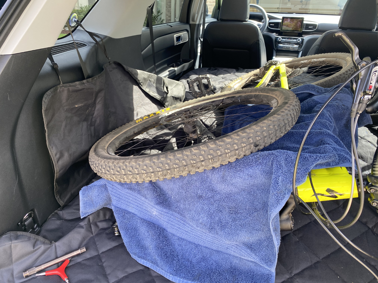 funnipets cargo liner with bike