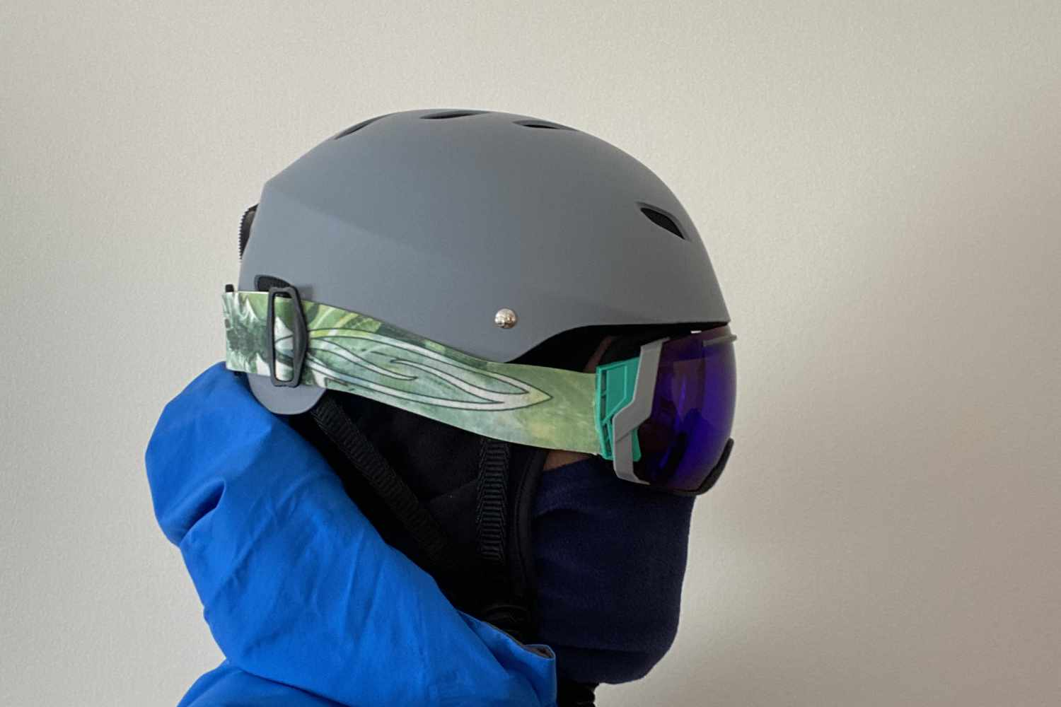 helmet side view smith goggles