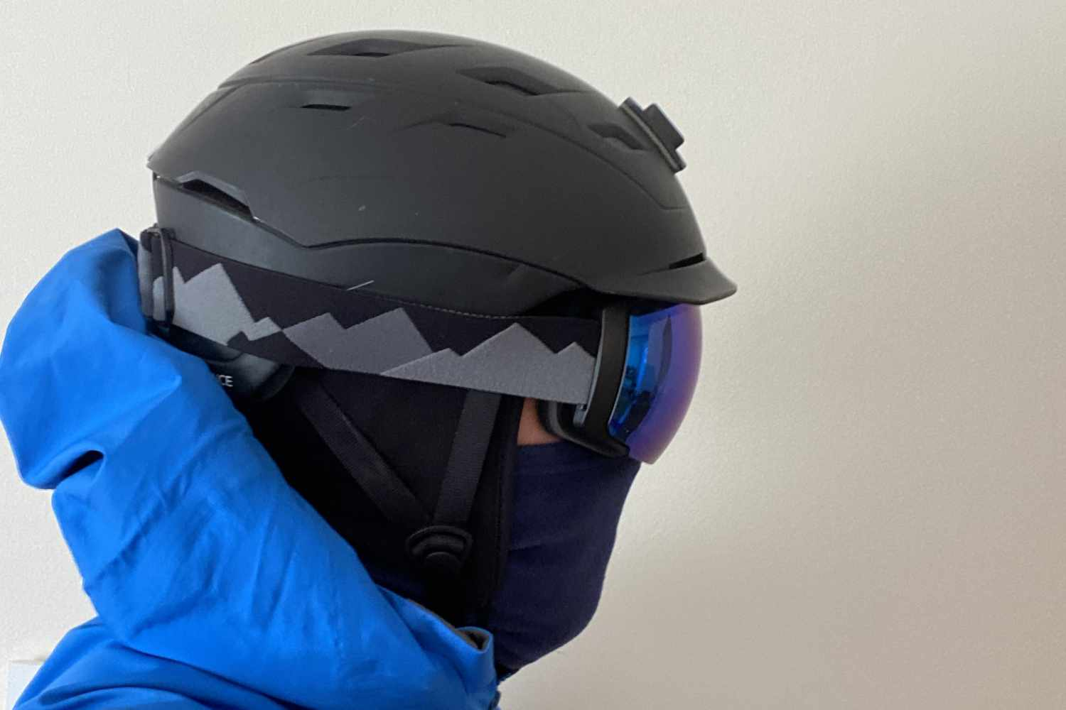 OM goggle smith helmet side view
